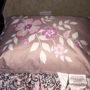 A floral pillow in great condition!